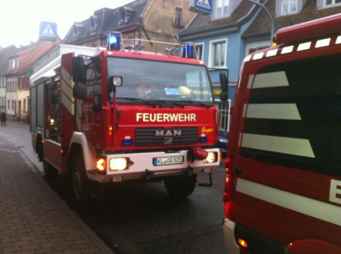 Rüstwagen (RW) der Feuerwehr Otterberg während der Notfalltüröffnung am 24. Dezember 2016 in Otterberg. (Foto: Feuerwehr)