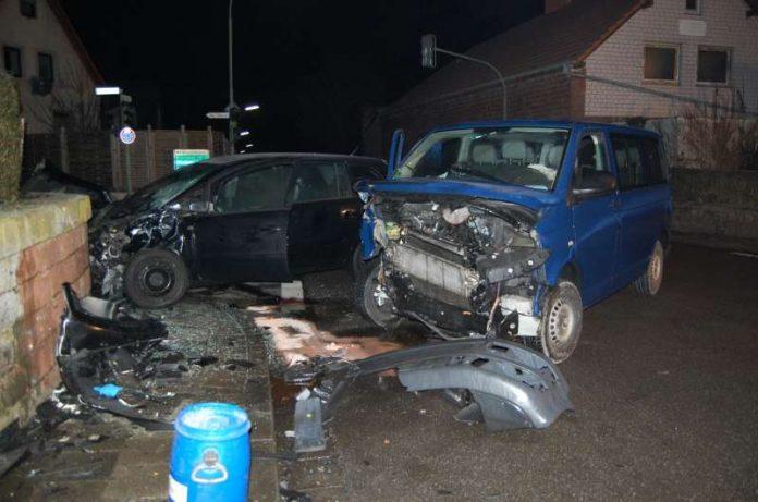 Zusammenstoß zweier Fahrzeuge im Kreuzungsbreich in Kaiserslautern/Stadtteil Morlautern (Foto: Polizei)