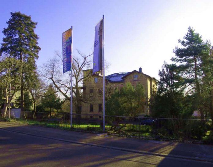 Neustadt Zaun An Der Villa Bohm Erganzt Metropolnews Info