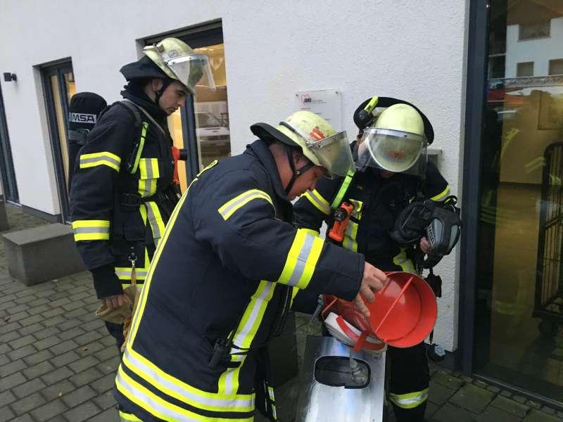 Mülleimerbrand (Foto: Ralf Mittelbach)