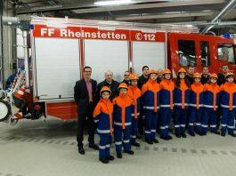 Die Jugendfeuerwehr bei der Präsentation ihrer neuen Einsatzbekleidung (Foto: Feuerwehr Rheinstetten)