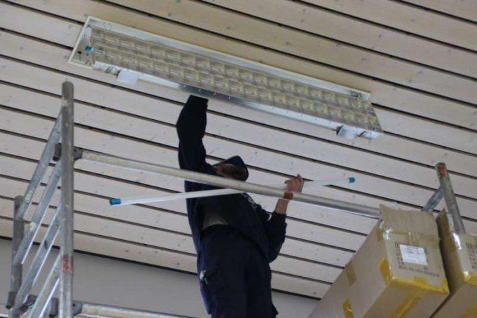 Umrüstung der Lampen in der Halle des Bürgerhauses in Kleestadt (Foto: Stadt Groß-Umstadt)