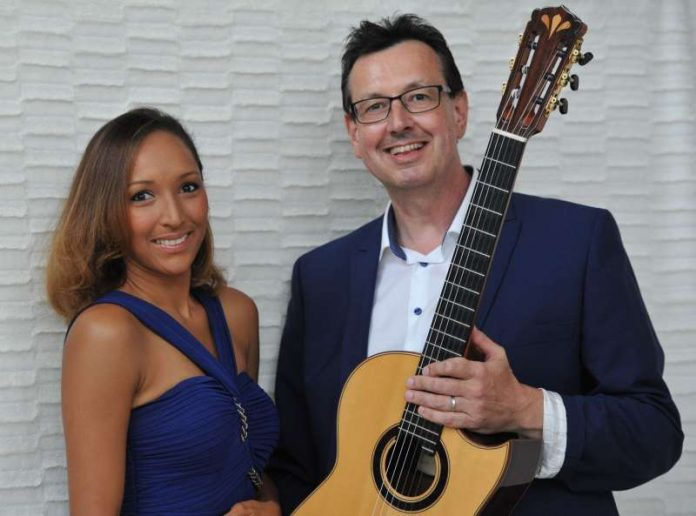 Sängerin Lisbania Perez und Gitarrist Christoph Stadtler