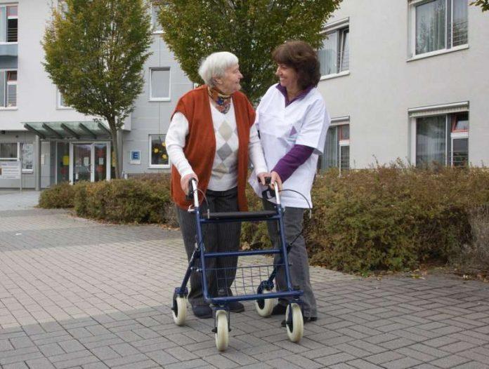 Weil auch im Rhein-Neckar-Kreis die Zahl der Pflegebedürftigen steigt, hat sich der Beratungsbedarf rund um das Thema Pflege erhöht. Der Landkreis reagiert mit dem Ausbau der Beratungsstellen in den Pflegestützpunkten.