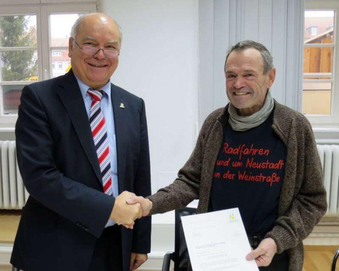 Oberbürgermeister Löffler hat Arnold Merkel zum Radverkehrsexperten ernannt. (Foto: Stadt Neustadt)