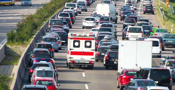 Rettungswagen auf Autobahn (Foto: Ministerium für Inneres, Digitalisierung und Migration)
