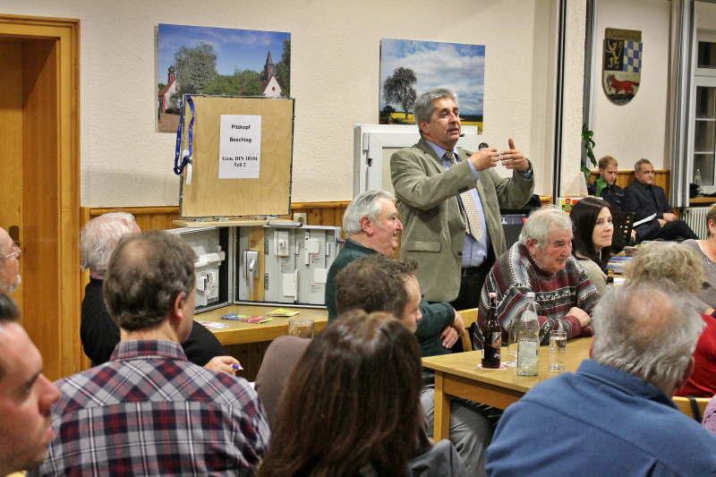 Herr Sommerrock zeigt sich erfreut über die gute Resonanz beim Bürgerforum