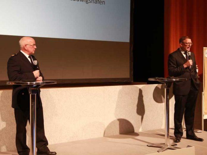 Peter Friedrich, Leiter der Berufsfeuerwehr Ludwigshafen und Leiter der BASF-Werkfeuerwehr, Rolf Haselhorst