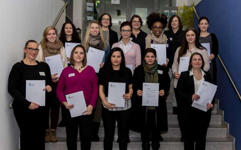 Stipendiatinnen: Studienanfängerinnen, erziehende und alleinerziehende Studentinnen mit Mitgliedern des Senatsausschusses für Gleichstellungsfragen (Foto: HS Kaiserslautern)