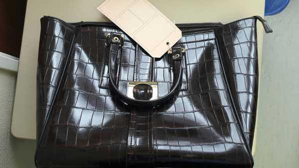 Wer kennt diese Handtasche?