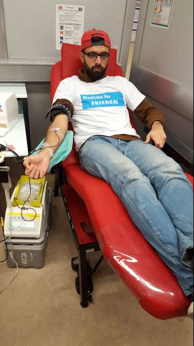 Blutspenden am 27.12.16 in Mainz (Foto: Ahmadiyya Muslim Jugendorganisation)