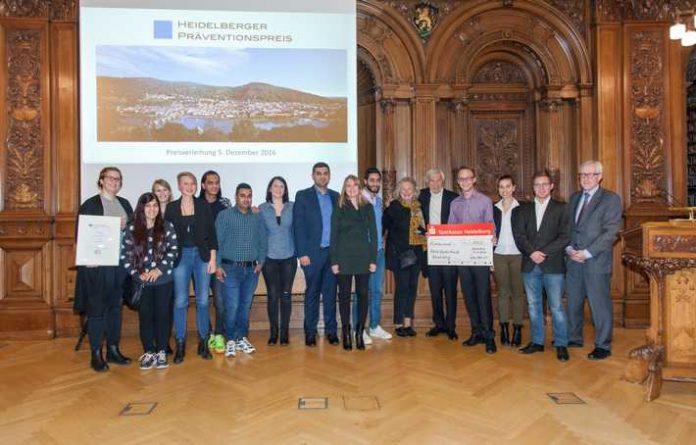 Das Bild zeigt die Gewinner des 1. Preises Bildquelle: Dorothea Burkhardt, Medienzentrum Heidelberg für Sicheres Heidelberg e.V.