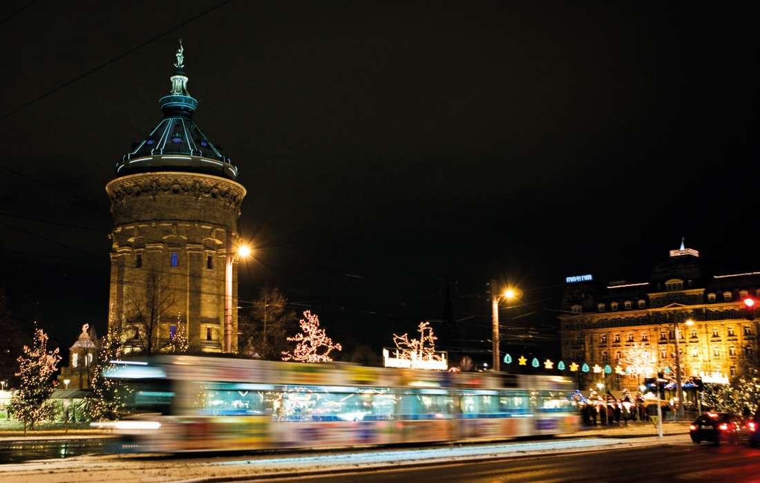 Der rnv-Liniennetzplan Weihnachtsmärkte weist in der Vorweihnachtszeit den Weg zu ausgewählten Märkten der Region mit den Bussen und Bahnen der rnv. (Foto: rnv GmbH/Steffen Diemer)