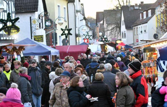 Der zweitgrößte Stadteil-Weihnachtsmarkt in Frankfurt (Foto: Rainer Rüffer)