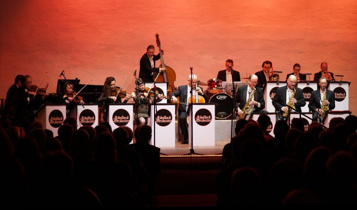 Das Schellack Orchester im Von-Busch-Hof (Foto: Holger Knecht)