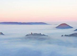 Trifels im Nebel: Die Burgen Trifels, Anebos und Münz (Foto: pmbvw)