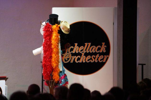 Das Schellack Orchester spielte im Von-Busch-Hof (Foto: Holger Knecht)