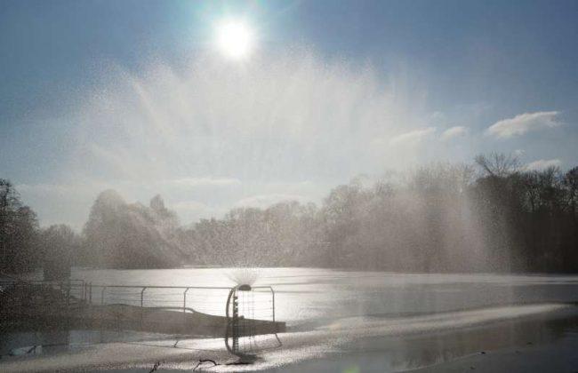 Die Wasser-Videowand (Foto: Holger Knecht)