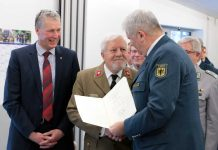 v.l.: Beigeordneter Kiefer, Dr. Schöttler, THW-Präsident Broemme. (Foto: Erlewein)