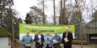 Peter Buchert (DGHT), Zooderzernent Rudi Klemm, Zooschulleiterin Dr. Gudrun Hollstein, Zoodirektor Dr. Jens-Ove Heckel und Sanitätsrat Dr. Helmuth Back (1. Vorsitzender Freundeskreis des Landauer Tiergartens e.V.) (v.l.) stellten am 30. Januar das Zoo-Jahresprogramm vor. (Foto: Zoo Landau)