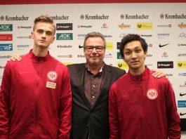 v.l.: Jan Ostrowski, Nachwuchskoordinator Holger Müller, Mahato Takahashi (Foto: Eintracht Frankfurt)
