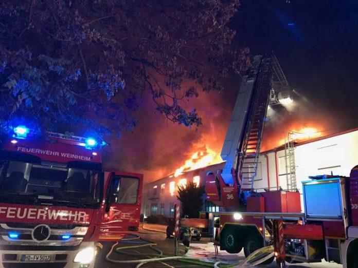 Foto vom Lagerhallenbrand Lagerbrand bei der Firma Naturin (Foto: Feuerwehr Weinheim)