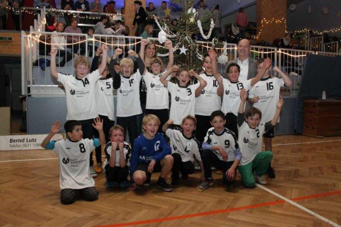E-Jugend des TuS Dansenberg mit neuen Trikots in die Rückrunde (Foto: TuS 04 KL-Dansenberg)