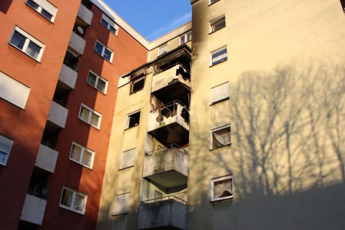 Das betroffene Mehrfamilienhaus im Theodor-Storm-Weg (Foto: THW OV Speyer)