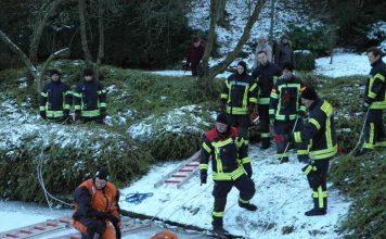Die Feuerwehr übte die Eisrettung