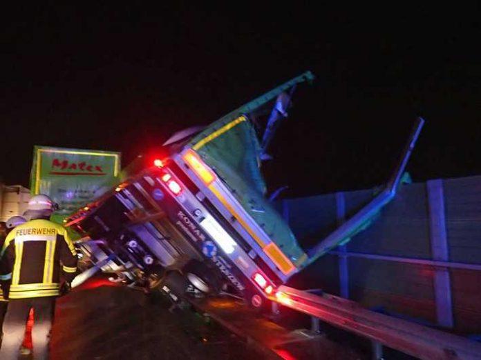 A63 umgestürzter Anhänger