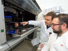 Univ. Prof. Dr. Philipp Wild, Leiter der Biobank für Bioliquide und Dr. Antonio Pinto