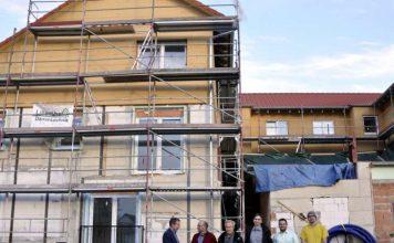 Kreisbeigeordneter Karsten Krug besucht die neue Gemeinschaftsunterkunft im Mörlenbacher Ortsteil Weiher (Foto: Kreis Bergstraße)