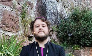 """Vom Casting weg als Ensemblemitglied engagiert: Der Mosbacher Sven Wagenhöfer, hier als Bischof von Basingstoke im Musical """"Jekyll & Hyde"""" im vergangenen Jahr. 2015 war er bereits Petrus in """"Jesus Christ Superstar"""" (Foto: Schlossfestspiele)"""