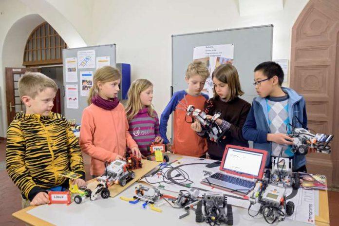 Roboter bauen und programmieren ist eines der Angebote der Kinderakademie Heidelberg. (Foto: Philipp Rothe)