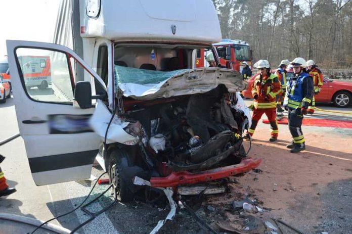 Unfallbeteiligtes Fahrzeug - Totalschaden