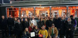 """Bürgermeisterin Felicitas Kubala mit den Teilnehmerinnen und Teilnehmern der Aktion """"Spar dir dein Auto!"""" (Foto: Stadt Mannheim)"""
