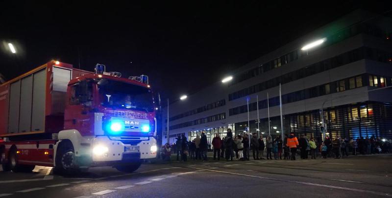 Ankunft: Die Feuerwehrfahrzeuge haben ihr neues Domizil an der Neckarauer Straße erreicht (Foto: Stadt Mannheim)