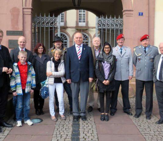 Auch in diesem Jahr spendete die Bundeswehr die Erlöse aus ihrem Benefizkonzert. (Foto: Stadtverwaltung)