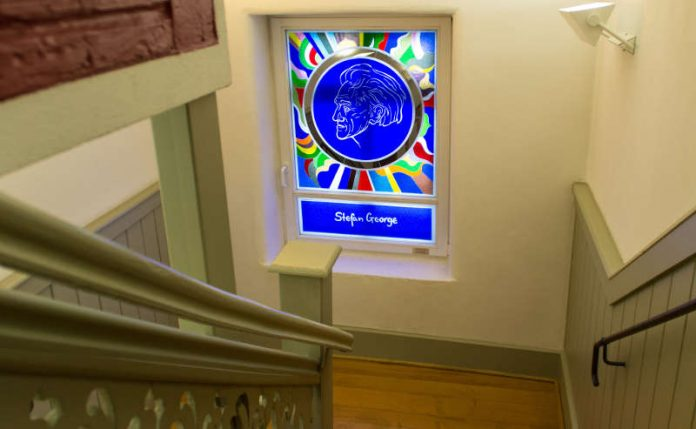 Blick in den Treppenaufgang im Stefan-George-Museum (Foto: Stadt Bingen)