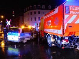 2 beschädigte Fahrzeuge und 4 Verletzte (Foto: Feuerwehr Frankfurt)