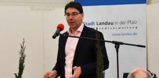 Die Landauer Wirtschaftswoche sei ebenso Schaufenster der Region wie Plattform überregionaler Angebote, betonte Oberbürgermeister Thomas Hirsch in seiner Eröffnungsrede in Halle 8 auf dem Messegelände. (Foto: Stadt Landau in der Pfalz)