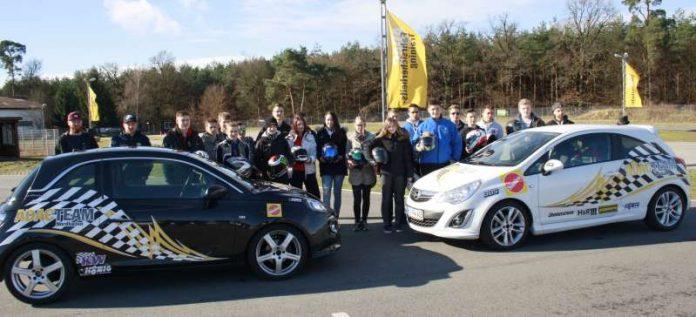 Begeistert waren die 19 Teilnehmer vom Ablauf des Sichtungslehrgangs zum Einstieg in den Automobil-Slalom-Sport (Foto: ADAC)