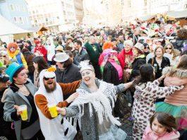 Eine Straßenfastnacht wie aus dem Bilderbuch feierten am 26. Februar die Narren auf dem Wormser Obermarkt. (Foto: Bernward Bertram)