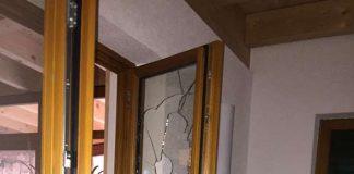 Eingeschlagenes Fenster (Foto: privat)
