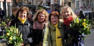 Unterstützt von der städtischen Gleichstellungsbeauftragten Evi Julier (2.v.l.) haben die Mitglieder des Zonta-Clubs Landau/Südpfalz auch in diesem Jahr in der Landauer Fußgängerzone gelbe Rosen für den guten Zweck verkauft. (Foto: Stadt Landau in der Pfalz)