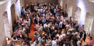 »Pfälzer LagenArt« 2017, die große Messe für Pfälzer Lagenweine im Hambacher Schloss (Foto: Pfalzwein)
