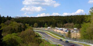Bei den Touristenfahrten können Motorsport-Fans die längste und traditionsreichste Rennstrecke der Welt selbst erleben. (Foto: Gruppe C | Nürburgring)