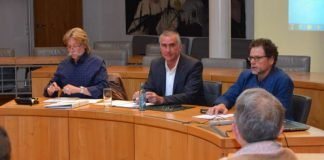 Beigeordneter und Umweltdezernent Rudi Klemm (M.) und Markus Abel (r.), Leiter des städtischen Umweltamts, stellten in der jüngsten Sitzung des Umweltausschusses die Vorgehensweise bei der geplanten Erstellung eines neuen Klimaschutzkonzeptes für die Stadt Landau vor. (Foto: Stadt Landau in der Pfalz)