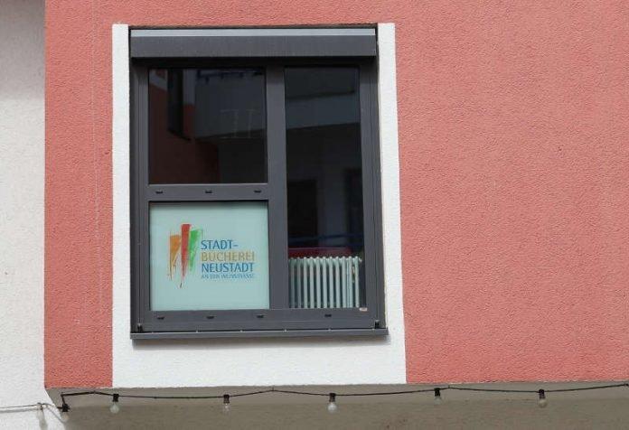 Blick auf die Stadtbücherei Neustadt im Klemmhof (Foto: Holger Knecht)