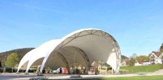 Das neu errichtete Veranstaltungszelt auf der Schweizerwiese. (Foto: Gartenschau Bad Herrenalb 2017)